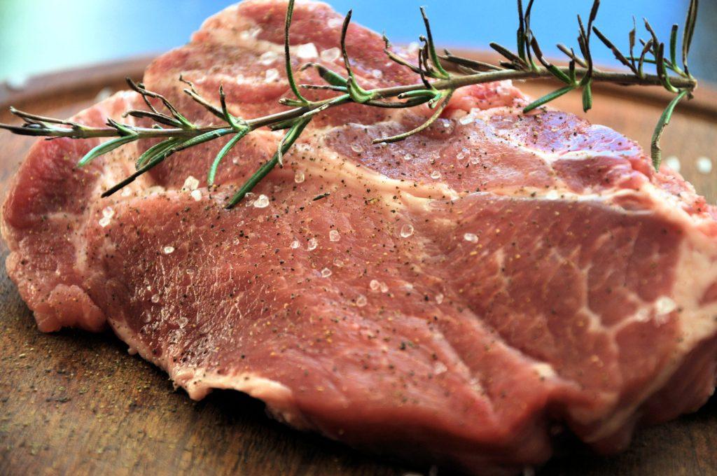 Pork neck with rosemary | Procureur met Rosemarijn